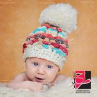 تصویر استوک نوزاد با کلاه بافتنی
