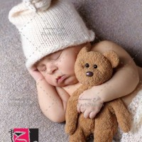 عکس استوک نوزاد خوابیده با خرس