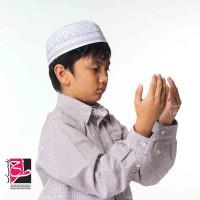 عکس استوک دعای کودک افغان و مسلمان