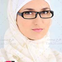 تصویر با کیفیت خانم با حجاب عینکی