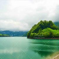 تصویر با کیفیت دریاچه کوهستانی و سرسبز