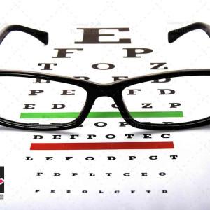 تصویر با کیفیت عینک و تست بینایی سنجی