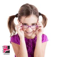 تصویر با کیفیت دختر بچه با عینک