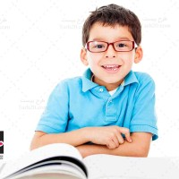 تصویر با کیفیت پسر بچه با عینک
