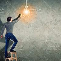 دانلود تصویر با کیفیت لامپ روشن و خلاقیت انسان