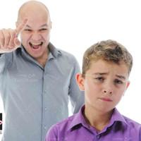 تصویر با کیفیت دعوا و آزار  پدر کودک