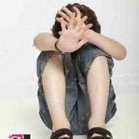 تصویر با کیفیت کودک ناراحت و گوشه گیر