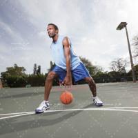 تصویر با کیفیت بازیکن بسکتبال در حال بازی