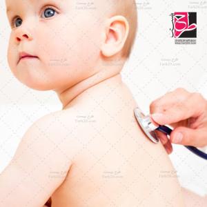 عکس با کیفیت معاینه پزشک نوزادان